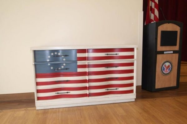 This Old Dresser Was Brilliantly Transformed Into An Amazing Salute To America